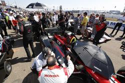 Robert Wickens, Schmidt Peterson Motorsports Honda engineers