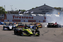 Sébastien Bourdais, Dale Coyne Racing with Vasser-Sullivan Honda takes the lead after Robert Wickens, Schmidt Peterson Motorsports Honda and Alexander Rossi, Andretti Autosport Honda crash in turn one