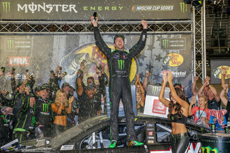 Kurt Busch, Stewart-Haas Racing, Ford Fusion Monster Energy / Haas Automation, in victory lane