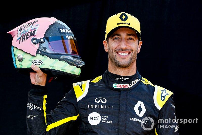 Daniel Ricciardo, Renault F1 Team with his helmet