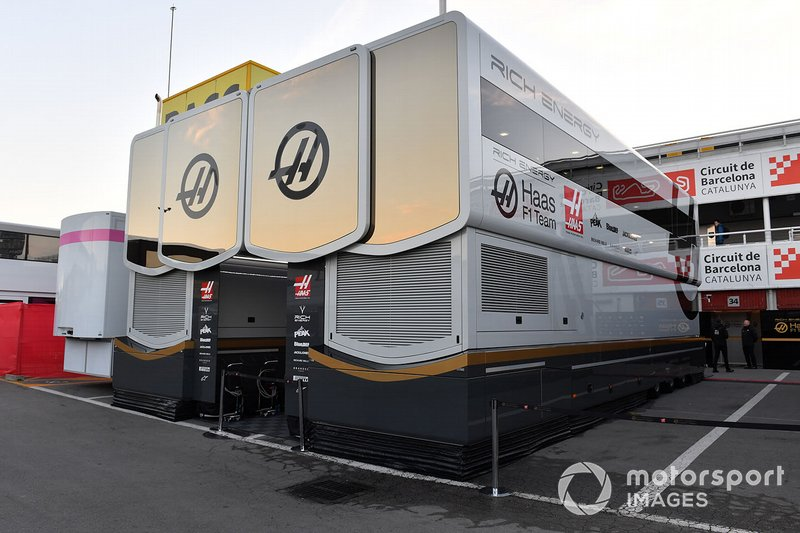 Haas F1 trucks and engineers rooms