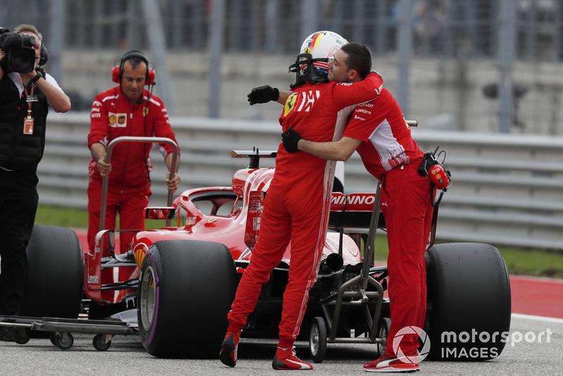 Sebastian Vettel, Ferrari, festeggia con il suo team, nel parco chiuso
