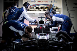 Williams engineers work on the car of Felipe Massa, Williams FW40