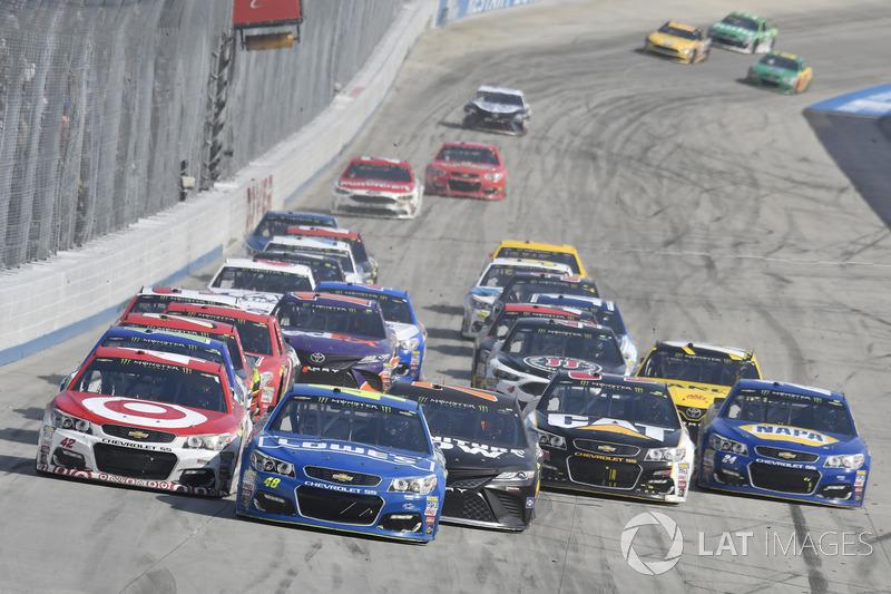 Kyle Larson, Chip Ganassi Racing, Chevrolet; Jimmie Johnson, Hendrick Motorsports, Chevrolet; Martin