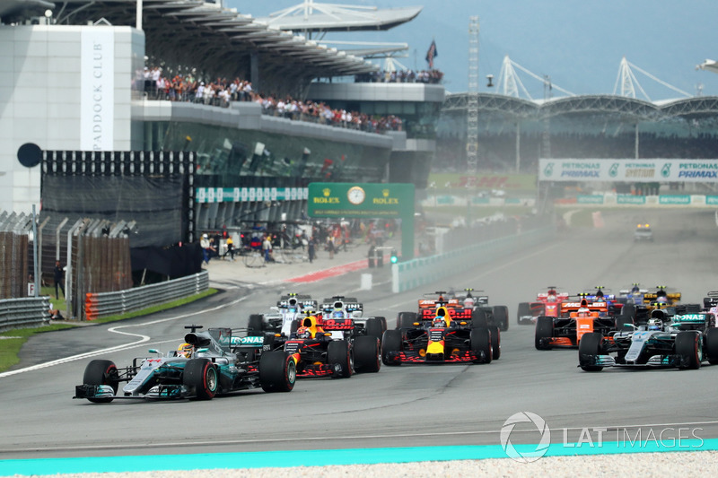 Start action, Lewis Hamilton, Mercedes-Benz F1 W08 leads