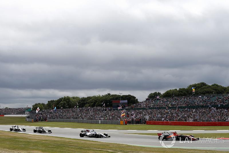 Stoffel Vandoorne, McLaren MCL32, Felipe Massa, Williams FW40, Romain Grosjean, Haas F1 Team VF-17