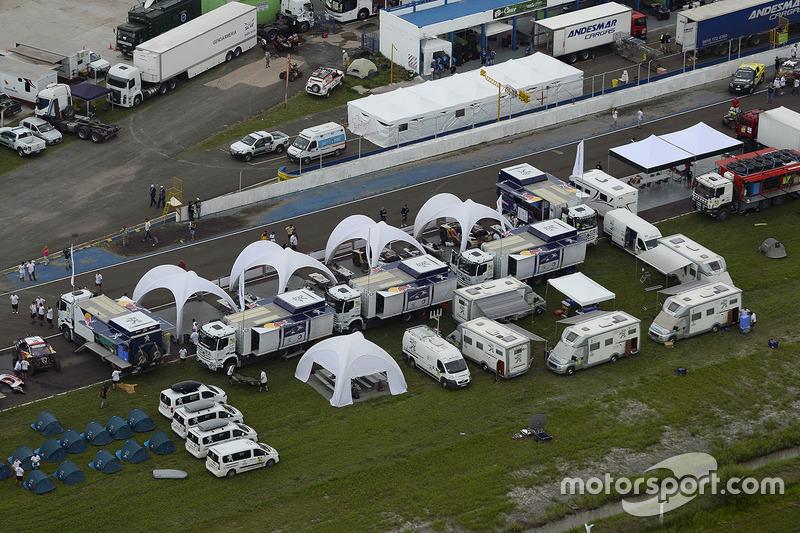 Peugeot Sport team en el Bivouac