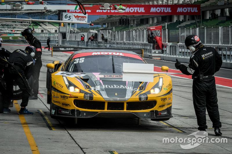 Pit stop, #35 HubAuto Racing, Ferrari 488 GT3: Morris Chen, Hiroki Yoshimoto, Shinya Hosokawa, Hiroki Yoshida