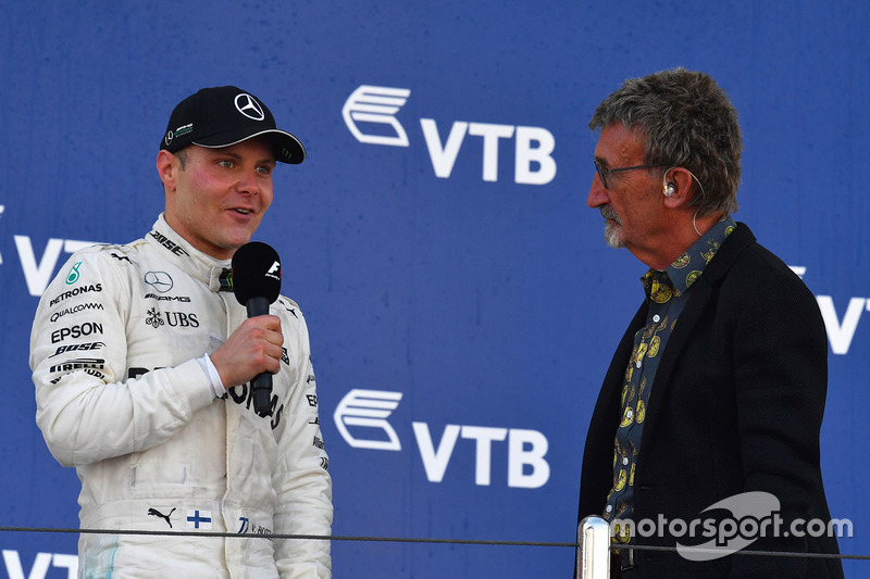 Race winner Valtteri Bottas, Mercedes AMG F1 and Eddie Jordan, Channel 4 F1 TV