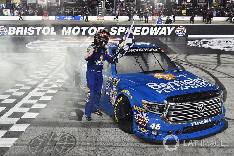 E já havia vencido pela Truck Series na quarta-feira.
