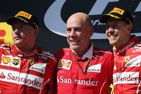 Победитель Себастьян Феттель, второе место – Кими Райкконен, Ferrari, старший инженер Ferrari Джок Клиа