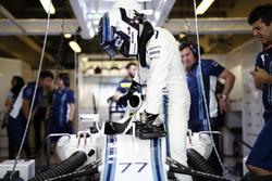 Valtteri Bottas, Williams, climbs in to his car