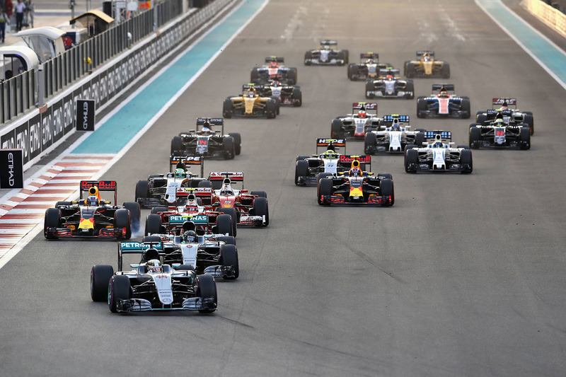 9. Lewis Hamilton, Mercedes AMG F1 W07 Hybrid leads at the start of the race