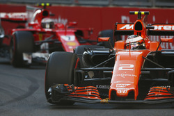 Stoffel Vandoorne, McLaren MCL32, leads Kimi Raikkonen, Ferrari SF70H