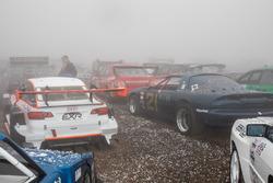 Coches de carreras son golpeados con granizo en la cumbre