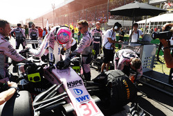 Esteban Ocon, Sahara Force India F1 VJM10, climbs from his car