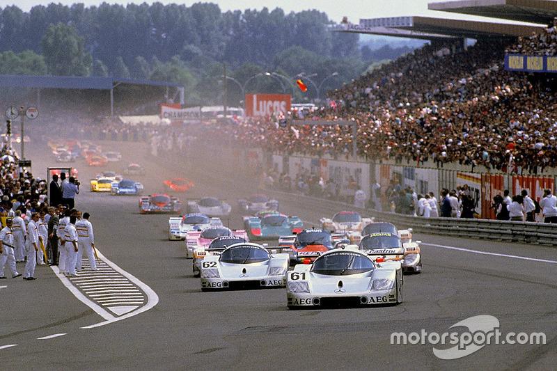 Start action, #61 Team Sauber Mercedes, Sauber C9 Mercedes-Benz: Mauro Baldi, Kenny Acheson, Gianfra