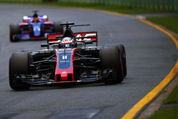 Ромен Грожан, Haas F1 VF-17, и Даниил Квят, Scuderia Toro Rosso STR12