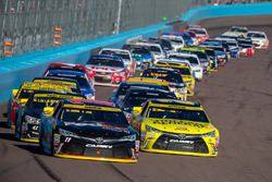 Restart: Denny Hamlin, Joe Gibbs Racing Toyota, Matt Kenseth, Joe Gibbs Racing Toyota lead