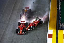 Crash: Sebastian Vettel, Ferrari SF70H, Max Verstappen, Red Bull Racing RB13, Kimi Raikkonen, Ferrar