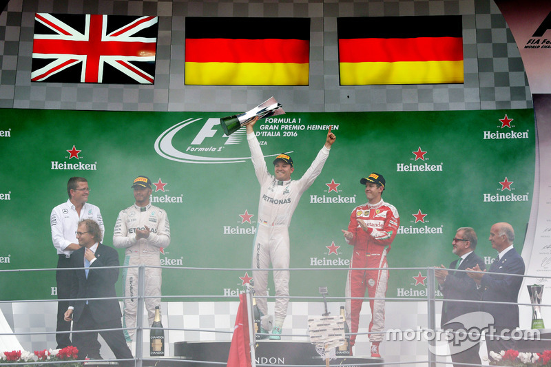 The podium (L to R): Lewis Hamilton, Mercedes AMG F1, second; Nico Rosberg, Mercedes AMG F1, race wi