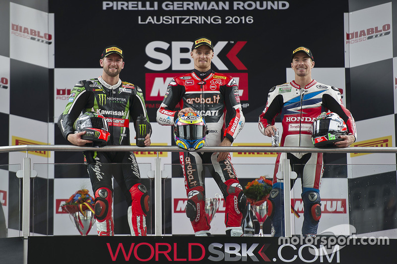Podio: ganador Chaz Davies, Ducati Team, segundo lugar Jonathan Rea, Kawasaki Racing, tercer lugar Nicky Hayden, Honda