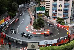 Автомобіль безпеки попереду Даніеля Ріккардо, Red Bull Racing RB12