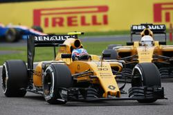 Джолион Палмер, Renault Sport F1 Team RS16 и Кевин Магнуссен, Renault Sport F1 Team RS16