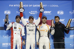 Podio: Ganador de la carrera Tom Chilton, Sébastien Loeb Racing, Citroën C-Elysée WTCC, segundo luga