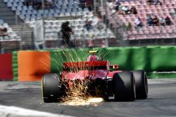 Kimi Raikkonen, Ferrari SF71H, solleva scintille