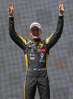 Podium: Race winner Sacha Fenestraz, Carlin Dallara F317 - Volkswagen