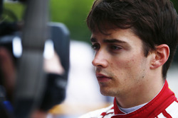 Charles Leclerc, Sauber, parla con i media