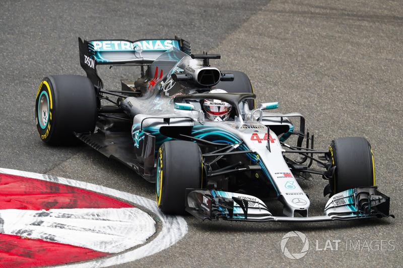 Mas o dia foi de Lewis Hamilton. O inglês foi o mais veloz nas duas sessões, com 1min33s482 como melhor marca.