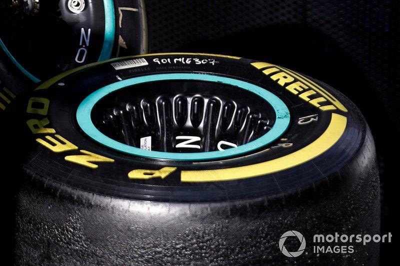 Pneumatico Pirelli e cerchio Mercedes-AMG F1