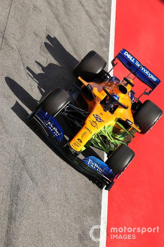 Carlos Sainz Jr., McLaren MCL34, dans la voie des stands