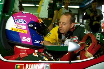 Pedro Lamy, Lotus 107B, mit Peter Collins, Lotus-Teammanager