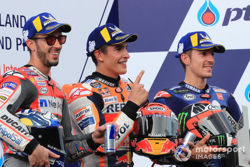 Подіум: друге місце Андреа Довіціозо, Ducati Team, переможець гонки Марк Маркес, Repsol Honda Team, третє місце Маверік Віньялес, Yamaha Factory Racing