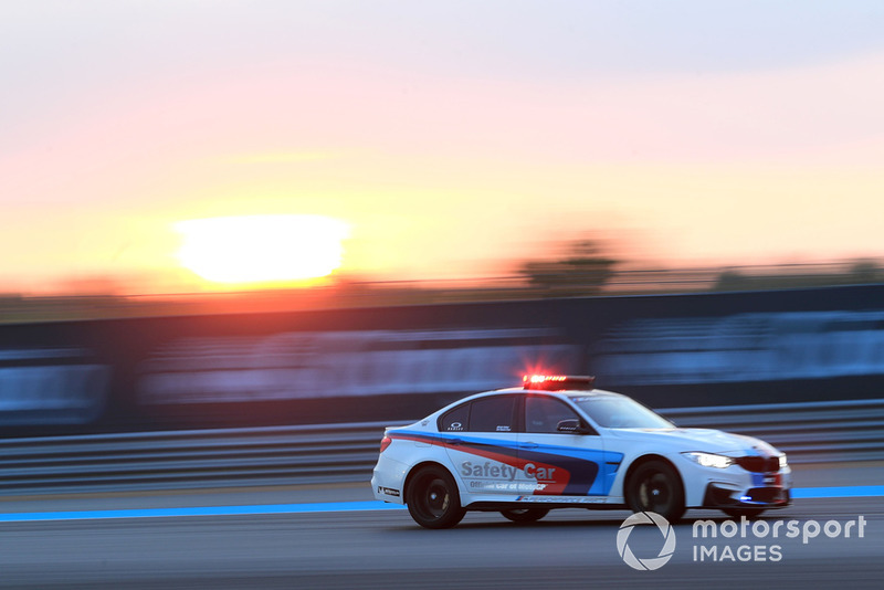 Автомобіль безпеки BMW
