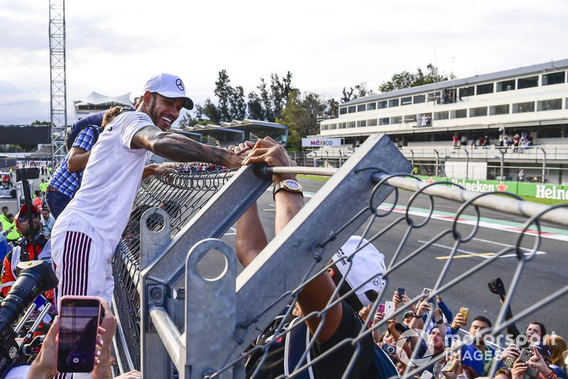 Lewis Hamilton, Mercedes AMG F1 festeggia con i tifosi