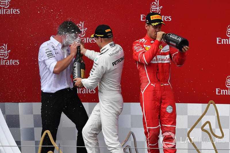 Подіум: переможець гонки гонки Валттері Боттас, Mercedes AMG F1, друге місце Себастьян Феттель, Ferrari
