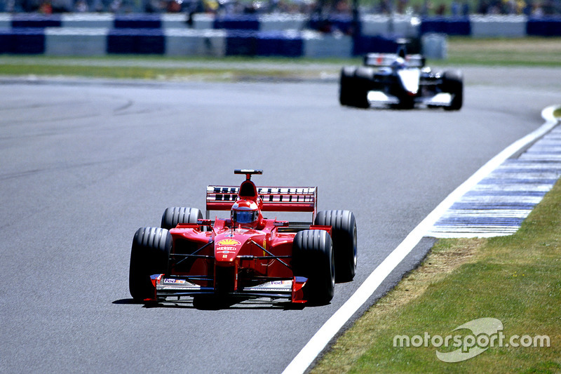 Irvine trekt daarna een gaatje naar Coulthard: