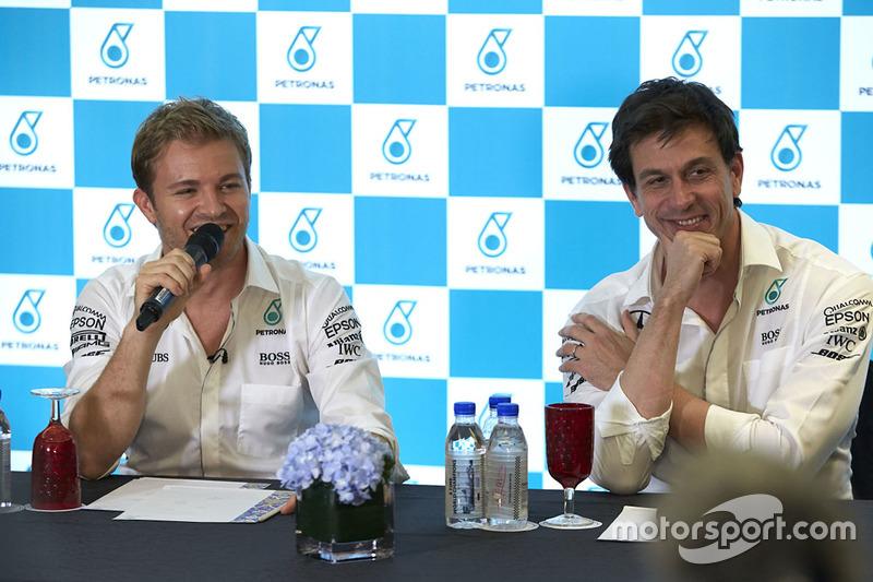 Nico Rosberg, Mercedes AMG F1, Toto Wolff, accionista y director ejecutivo del Mercedes AMG F1