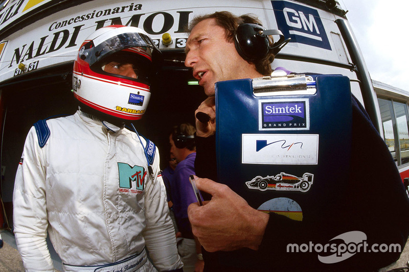 Roland Ratzenberger, Simtek, talks with his race engineer Humphrey Corbett