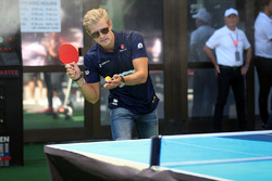 Marcus Ericsson, Sauber plays table tennis