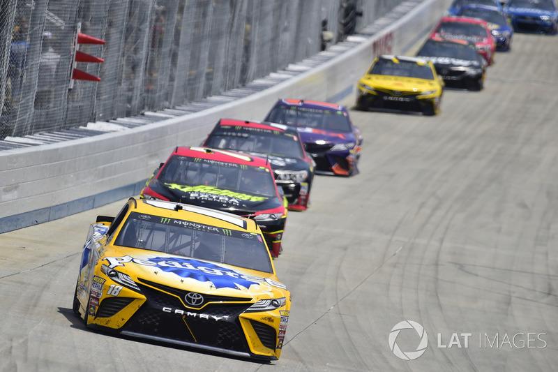 Kyle Busch, Joe Gibbs Racing, Toyota; Erik Jones, Furniture Row Racing, Toyota