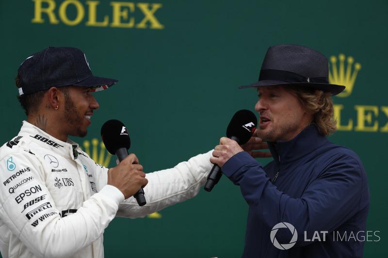 1. Lewis Hamilton, Mercedes AMG F1, mit Owen Wilson, Schauspieler