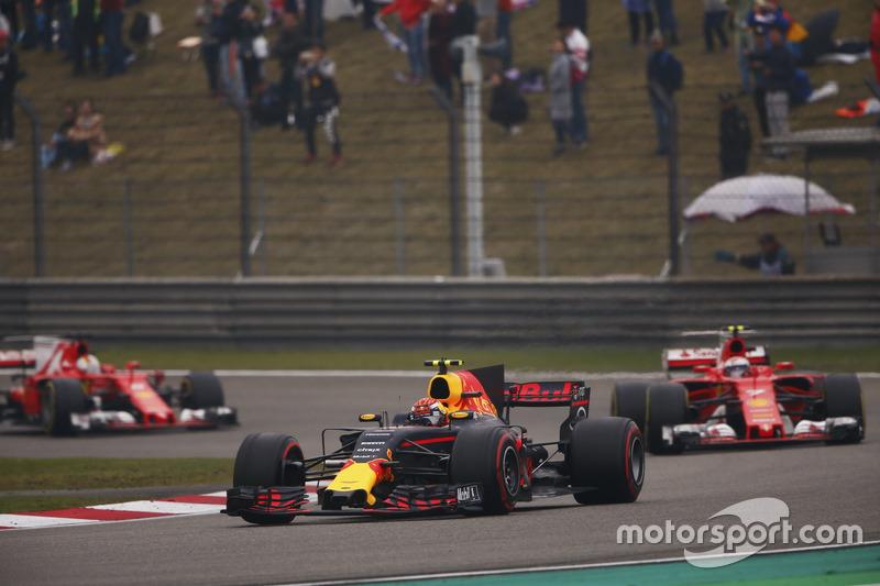 Max Verstappen, Red Bull Racing RB13, leads Kimi Raikkonen, Ferrari SF70H and Sebastian Vettel, Ferr