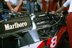 McLaren TAG Porsche P01 twin turbo V6 ve MP4/1E şasi