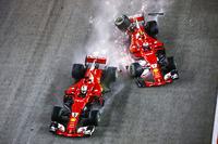 Sebastian Vettel, Ferrari SF70H, Kimi Raikkonen, Ferrari SF70H, start kazası