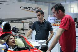 Roberto Merhi bei der Sitzanpassung